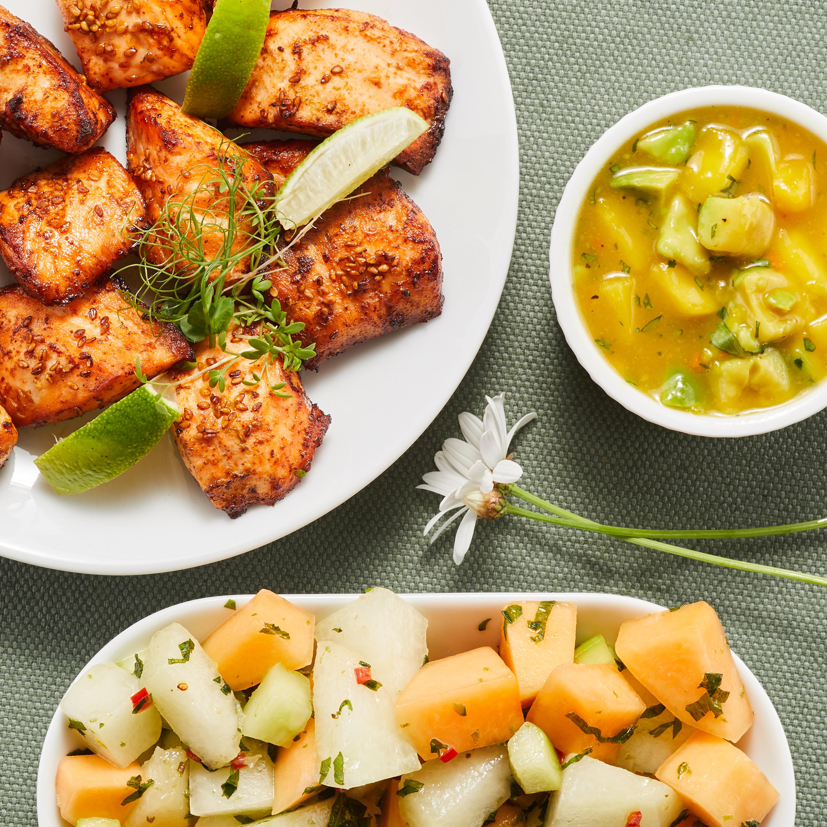sommarbuffe-med-lax-melonsallad-och-salsa